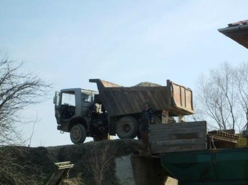 Transportul produselor cu autobasculante de 16 t și 30 t