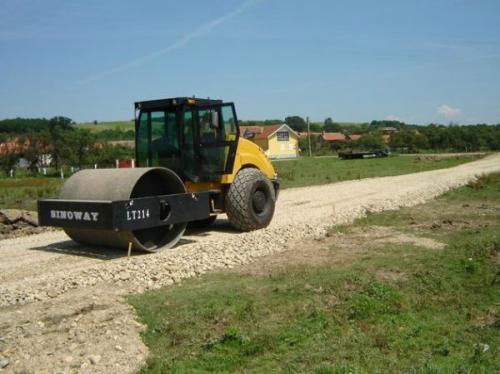 Realizarea de drumuri balastate și asfaltate