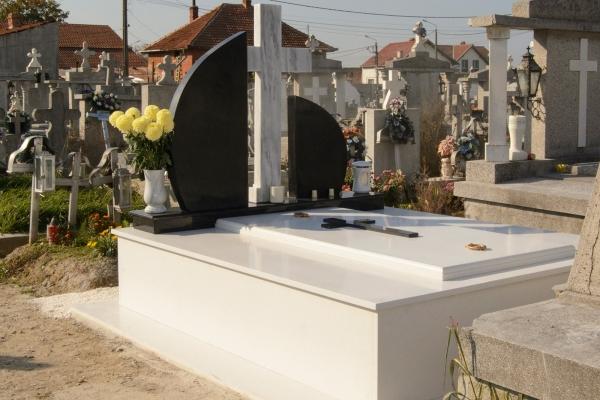 Grvuri monument funerar