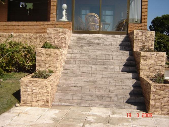 Scari placate cu beton amprentat