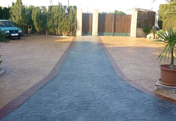 Curte pavata cu beton amprentat