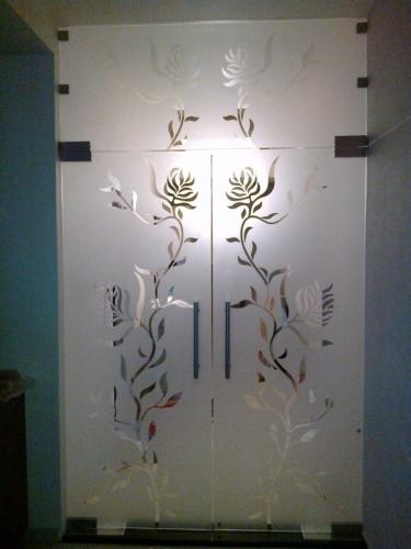 Ușă sticlă cu decor floral