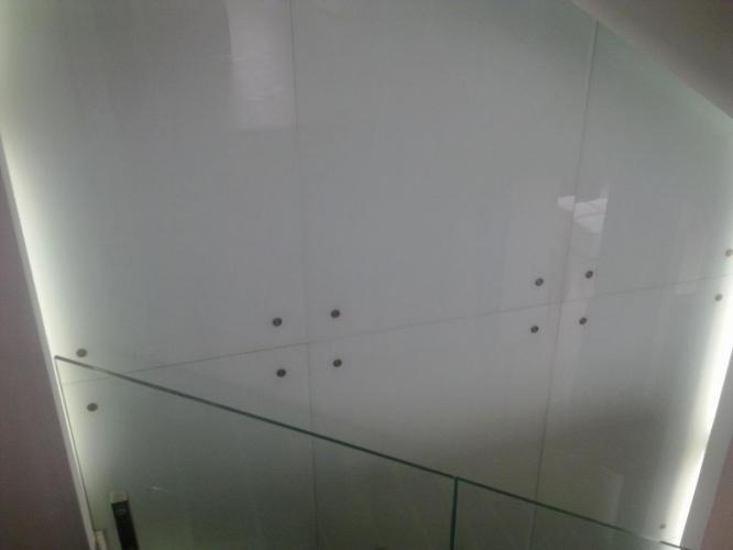 Placări pereți sticlă
