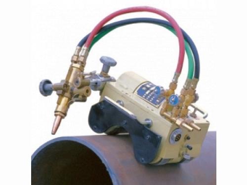 Tractor cu prindere magnetica pentru sectionarea tuburilor metalice