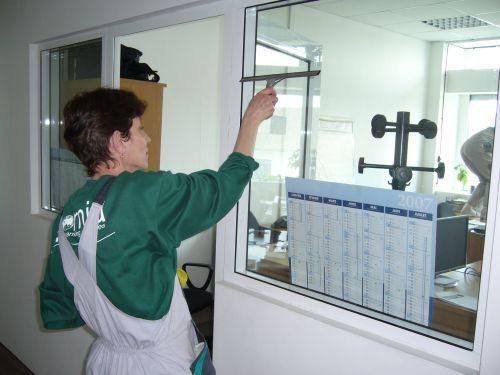 Curatare suprafete vitrate