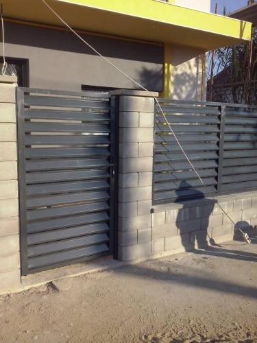 Porti si garduri din aluminiu