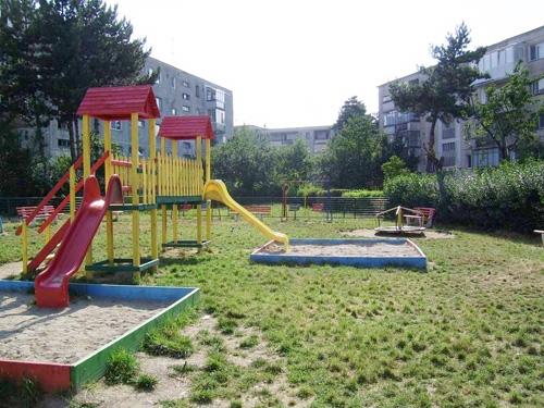 Producere/montare echipamente locuri de joaca
