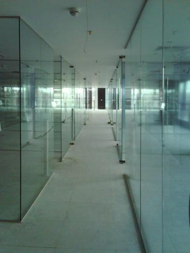 Pereti despartitori din sticla