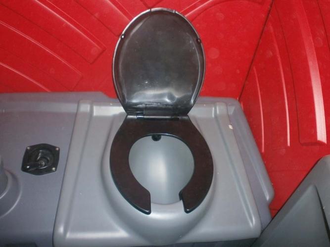 Interior toaletă ecologică