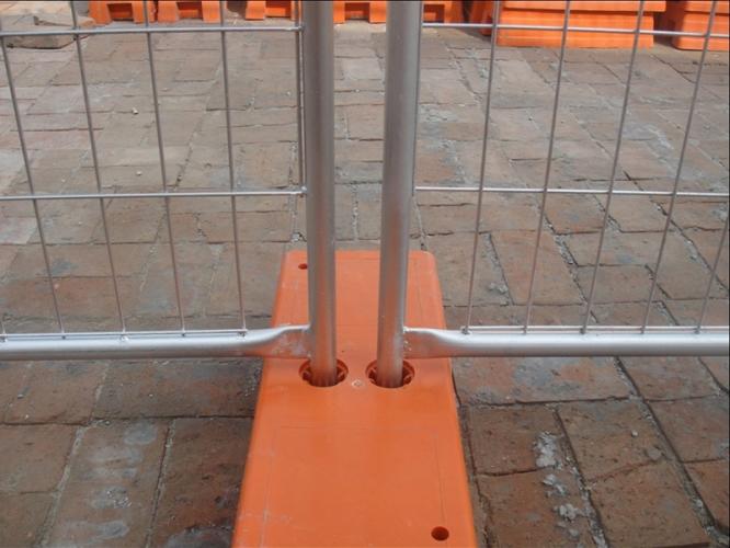 Suporți din plastic pentru garduri mobile