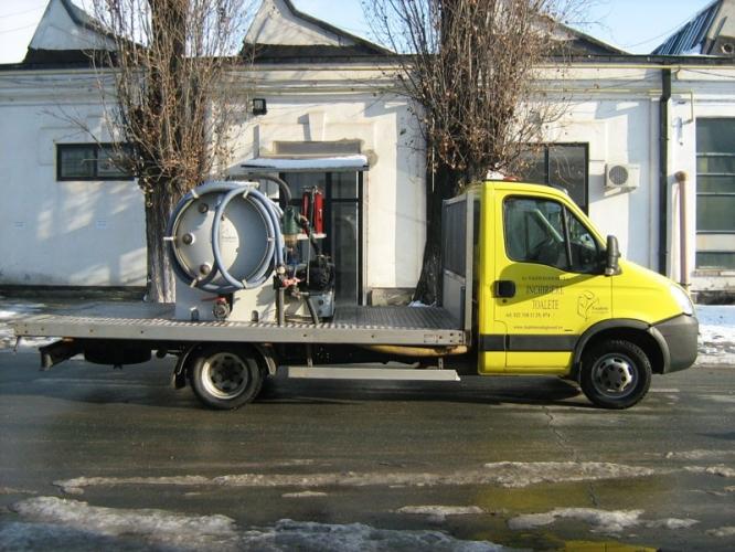 Transport toalete ecologice