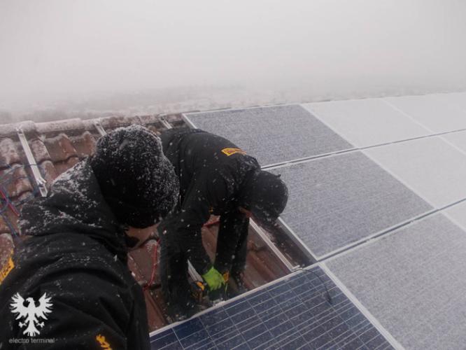 Montaj panouri fotovoltaice iarna
