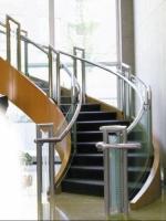 Scări interioare cu balustrade inox