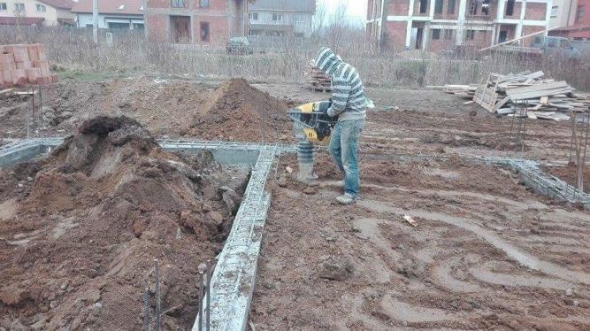 Constructii cu instrumente si utilaje profesioniste
