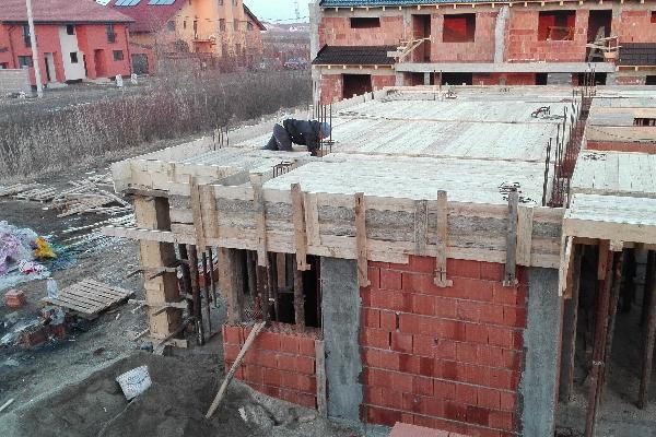 Constructii case pe structuri diverse