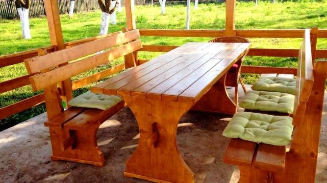 Masa cu banci din lemn