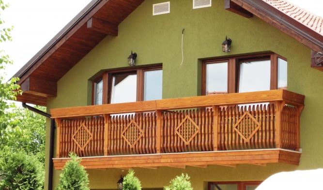 Balcon din lemn