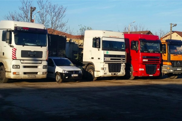 Camioane transport marfa