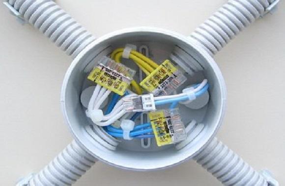 Electrician intervenții, reparații și deranjamente